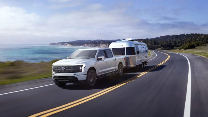 2022-Ford-F-150-Lightning-Towing