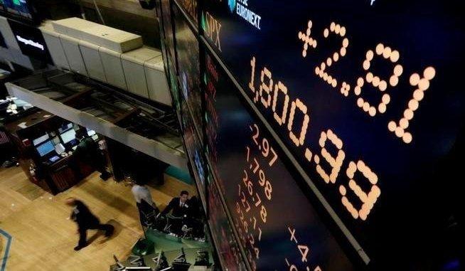 أسهم البنوك الأميركية تتجه لأكبر مكاسب سنوية منذ عام 1997