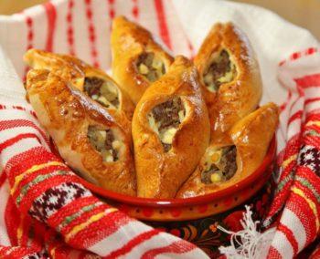 Пирожки - расстегаи - любимое кушанье русского народа