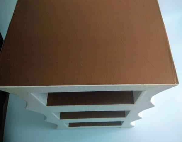 Petite commode ou table de chevet blanche et dorée - plateau