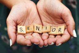 senior en lettre scrabble