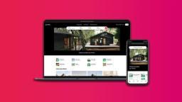 Ecrans d'ordinateur et smartphone ouverts sur AirBnB