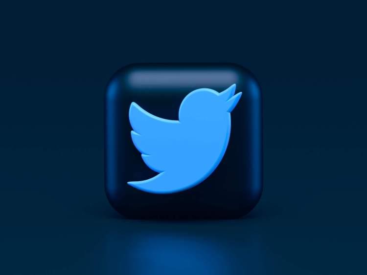 Logo Twitter sur fond bleu foncé