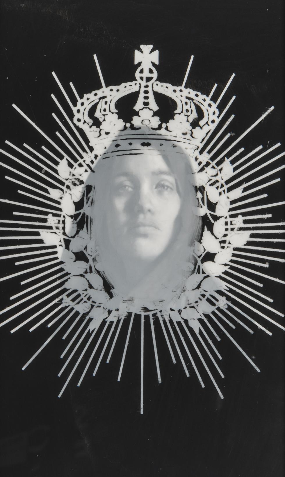 64 crown garland veil
