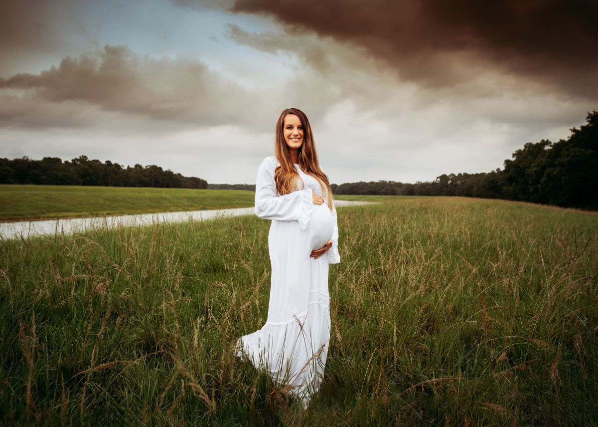 Pregnant mother posing for Maternity session in Tampa, Florida