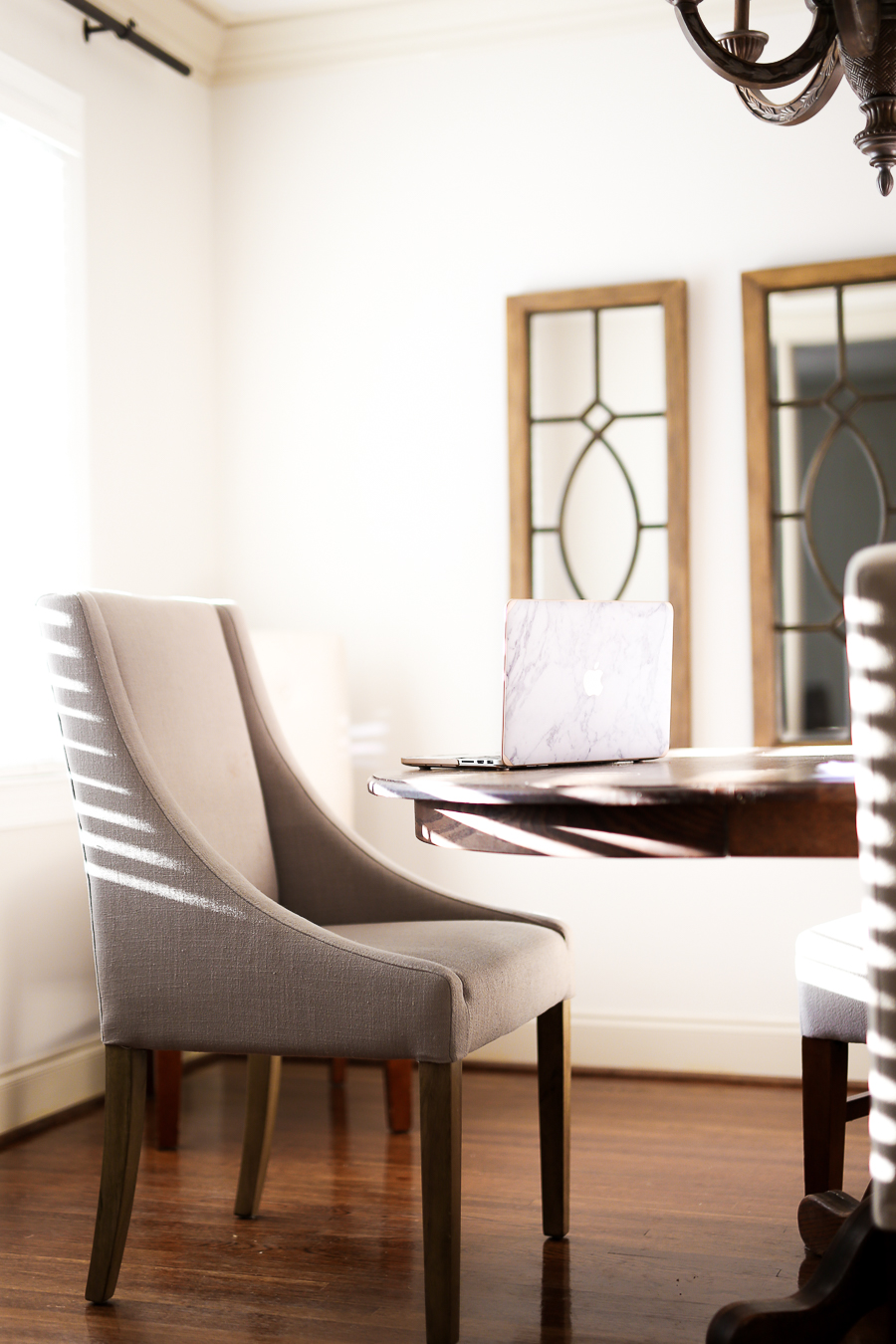 neutral_dining_room_chair