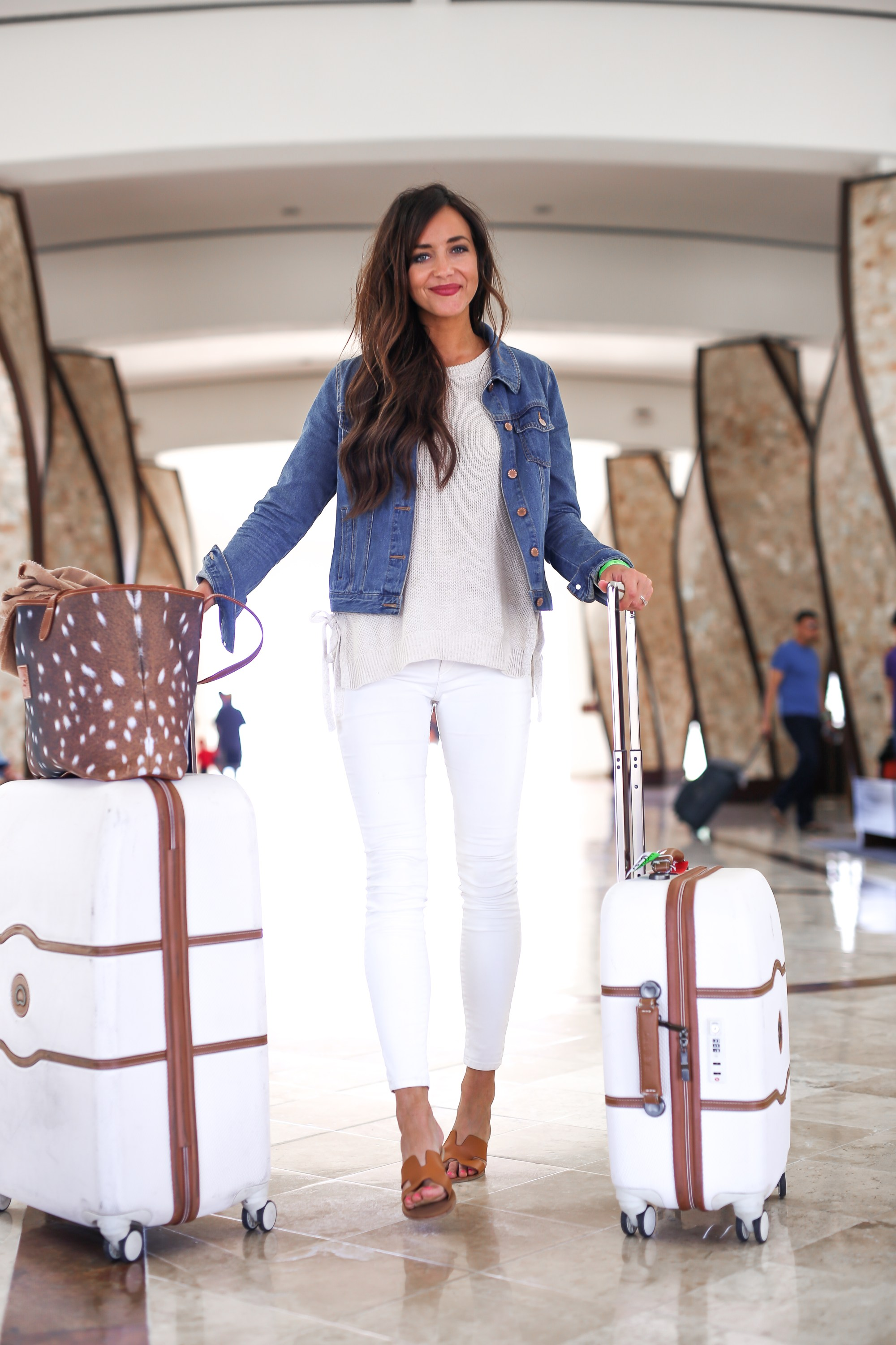 airport style comfortable travel outfit