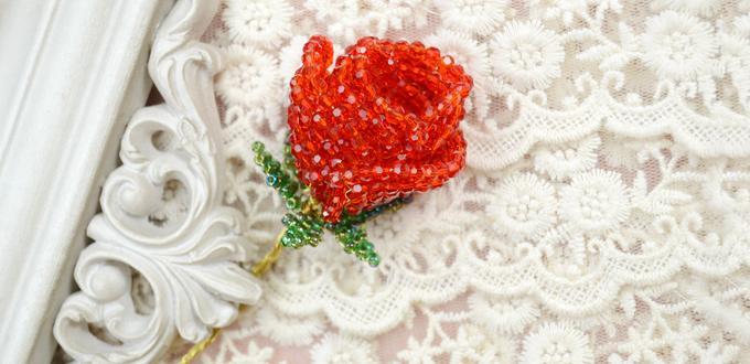 cómo hacer flor rosa con abalorios para el San Valentín
