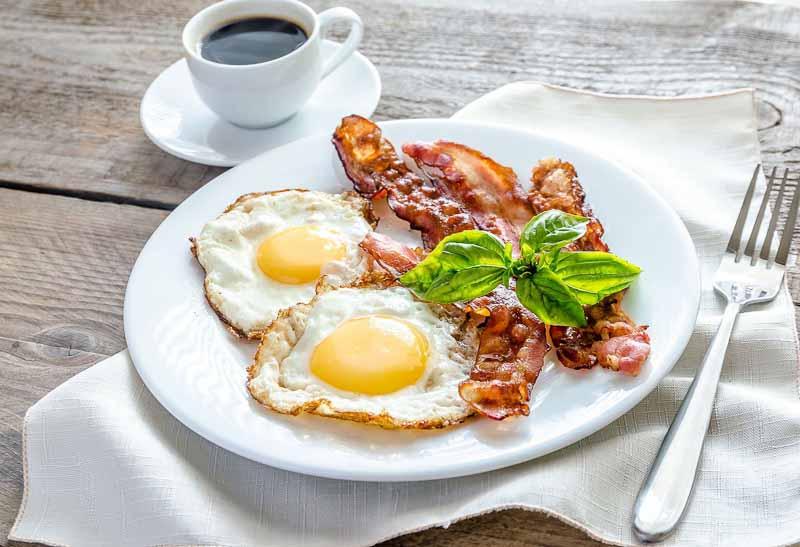 Imagini pentru oua cu bacon
