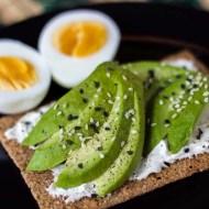 Sandvis cu avocado si branza philadelphia