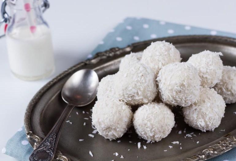 rafaello sau bulgarasi de zapada cu cocos perfect ca desert sau la cafea