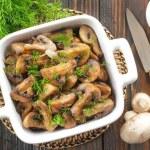 ciuperci la tigaie in unt cu usturoi