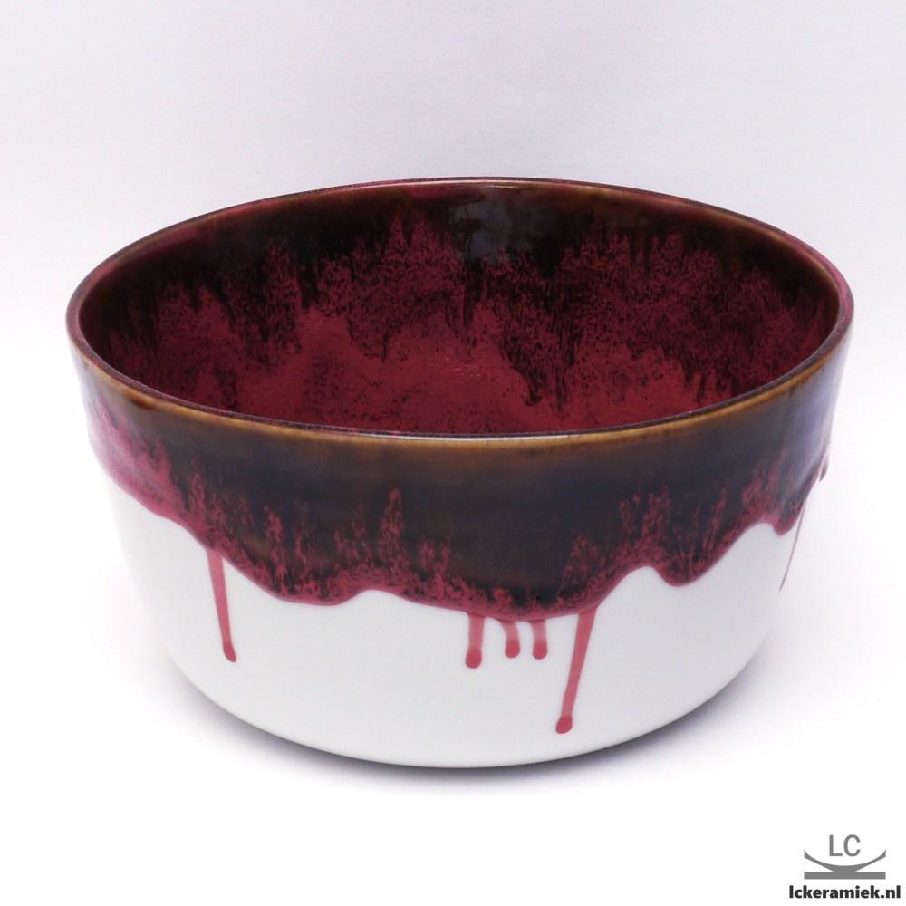 Porseleinen schaal rood zwart
