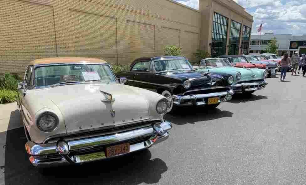 See Ford blue in Kalamazoo with Lincolns, Mercurys and Edsels too!