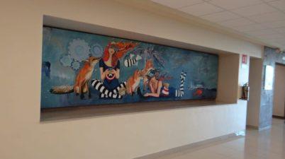 Recibe Facultad de Economía de la UANL murales donados por la pintora Mar Botello