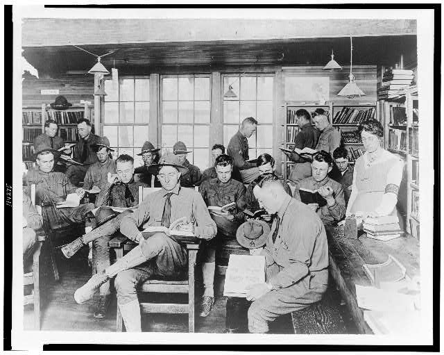 [U.S. soldiers reading books in YMCA library, Vancouver barracks]