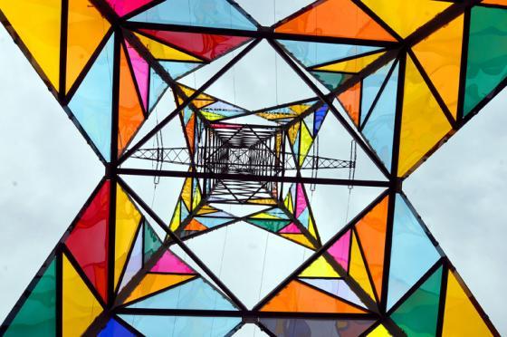 # 醜陋高壓電塔變身藝術品:德國藝術學校學生發揮巧思 Leuchtturm 燈塔 5