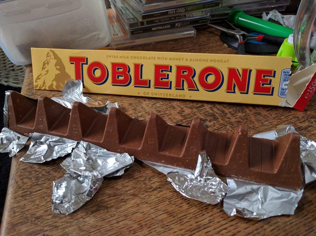 # 難以認同:瑞士三角巧克力「走山」縫隙變大引發民怨 4