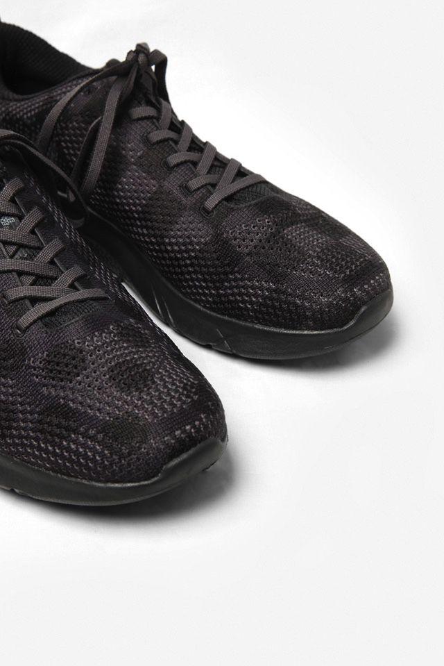 # ENGINEERED GARMENTS × HOKA ONE ONE:兼具功能性的時尚跑鞋 7