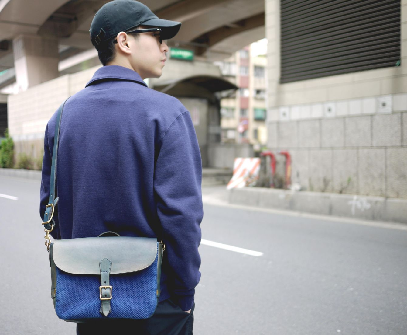 # 日本製雙重傳統藍染郵差包:Vasco - Leather Postman Mini Shoulder Bag / Sashiko 9