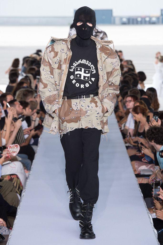 # VETEMENTS 2019SS 發佈會:以戰爭為主題,與 Reebok 聯名釋出龐克老爺鞋 2