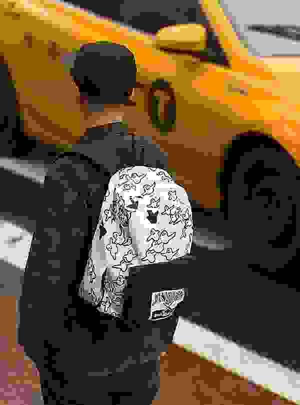 # JanSport × Mark Gonzales:以經典圖像打造春夏活潑街頭感 1