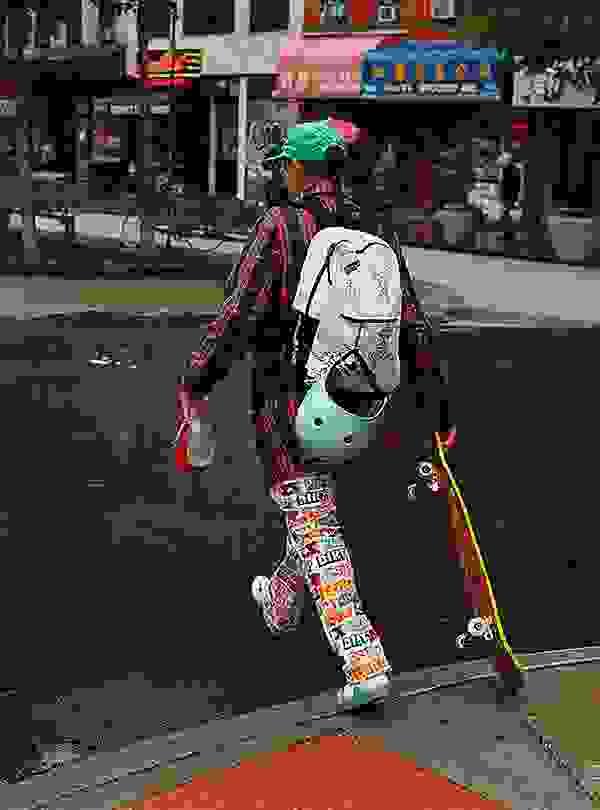 # JanSport × Mark Gonzales:以經典圖像打造春夏活潑街頭感 2