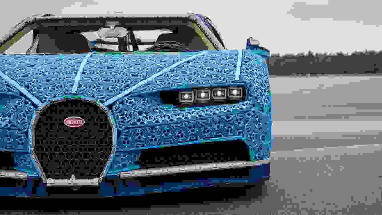 # 超過一百萬個樂高打造的跑車:一比一 Buggati Chiron 開上街! 3