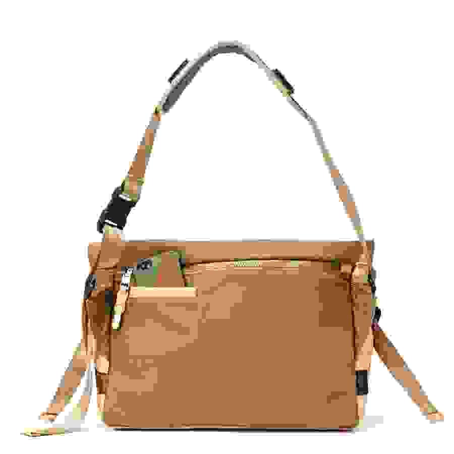 # Bag Yourself 010:對郵差包的印象還停留在傳統款式嗎?那麼這六個機能潮流品牌絕對顛覆你的看法! 9