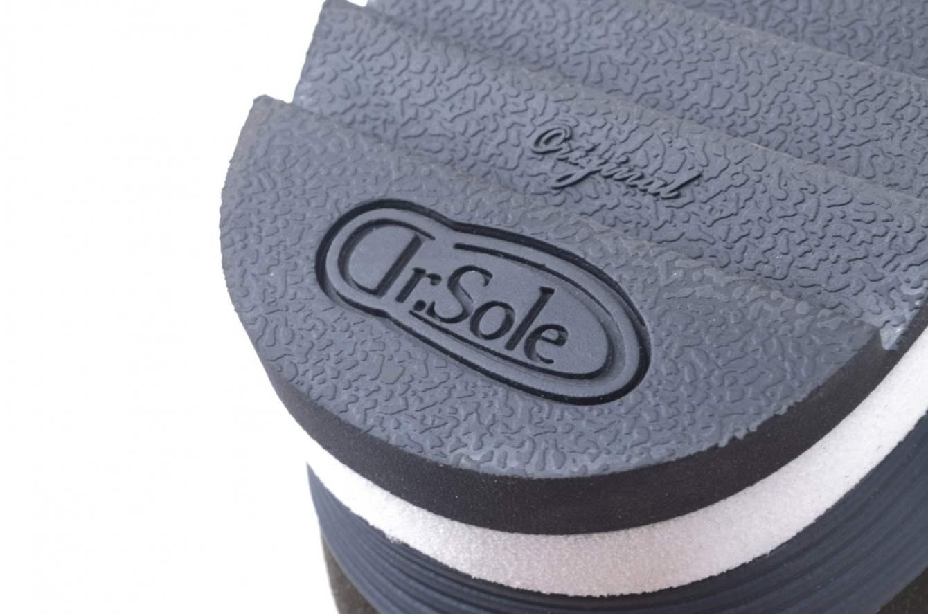 # 融合東方美學的運動鞋款:LESS × oqLiq 聯名之作 Tabi Sneakers 正式登場 13