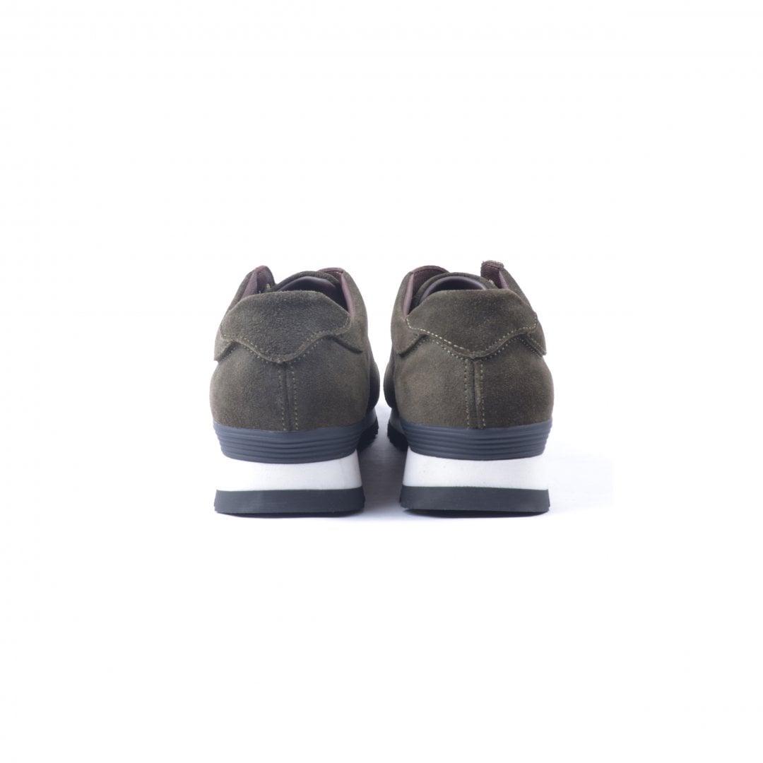 # 融合東方美學的運動鞋款:LESS × oqLiq 聯名之作 Tabi Sneakers 正式登場 8
