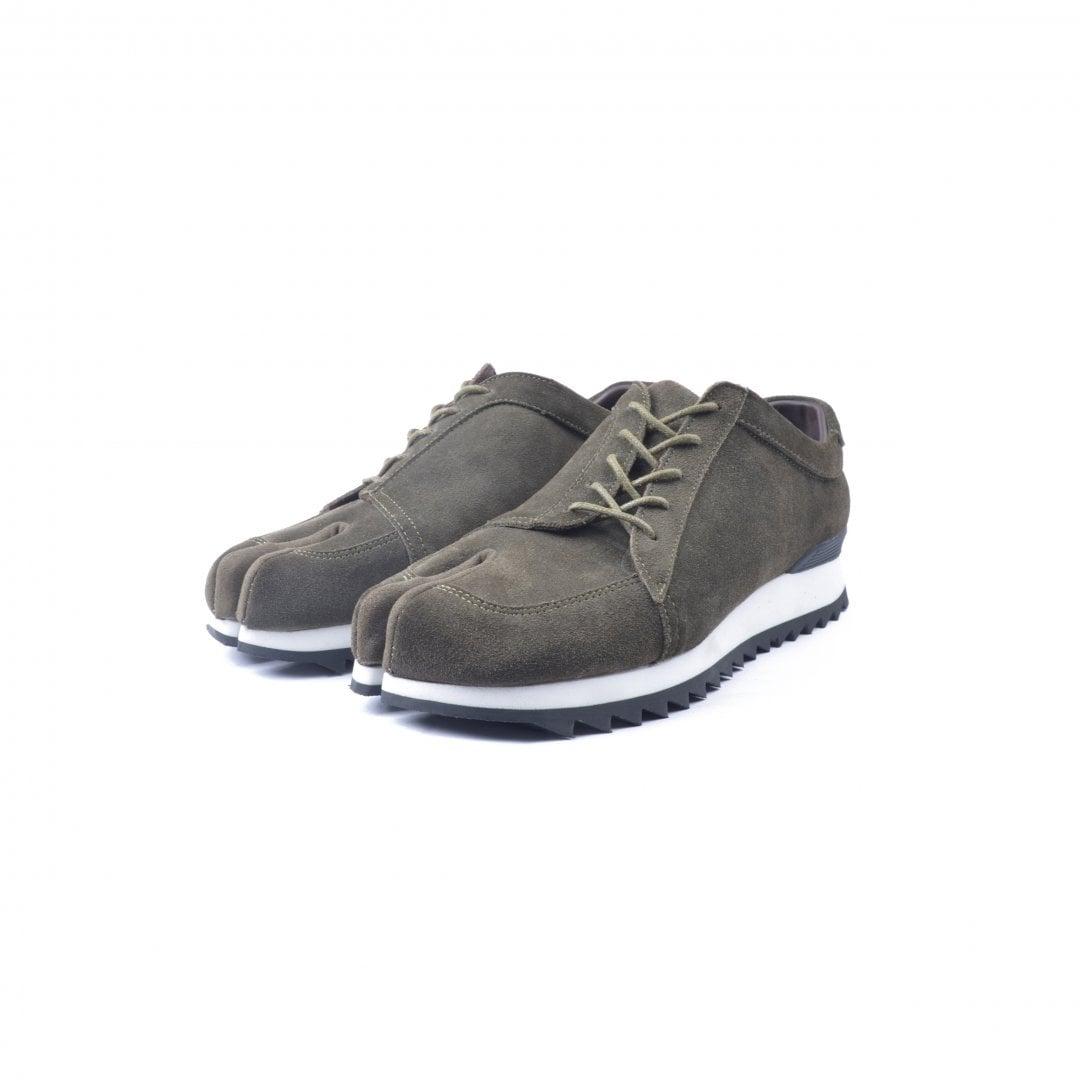 # 融合東方美學的運動鞋款:LESS × oqLiq 聯名之作 Tabi Sneakers 正式登場 4