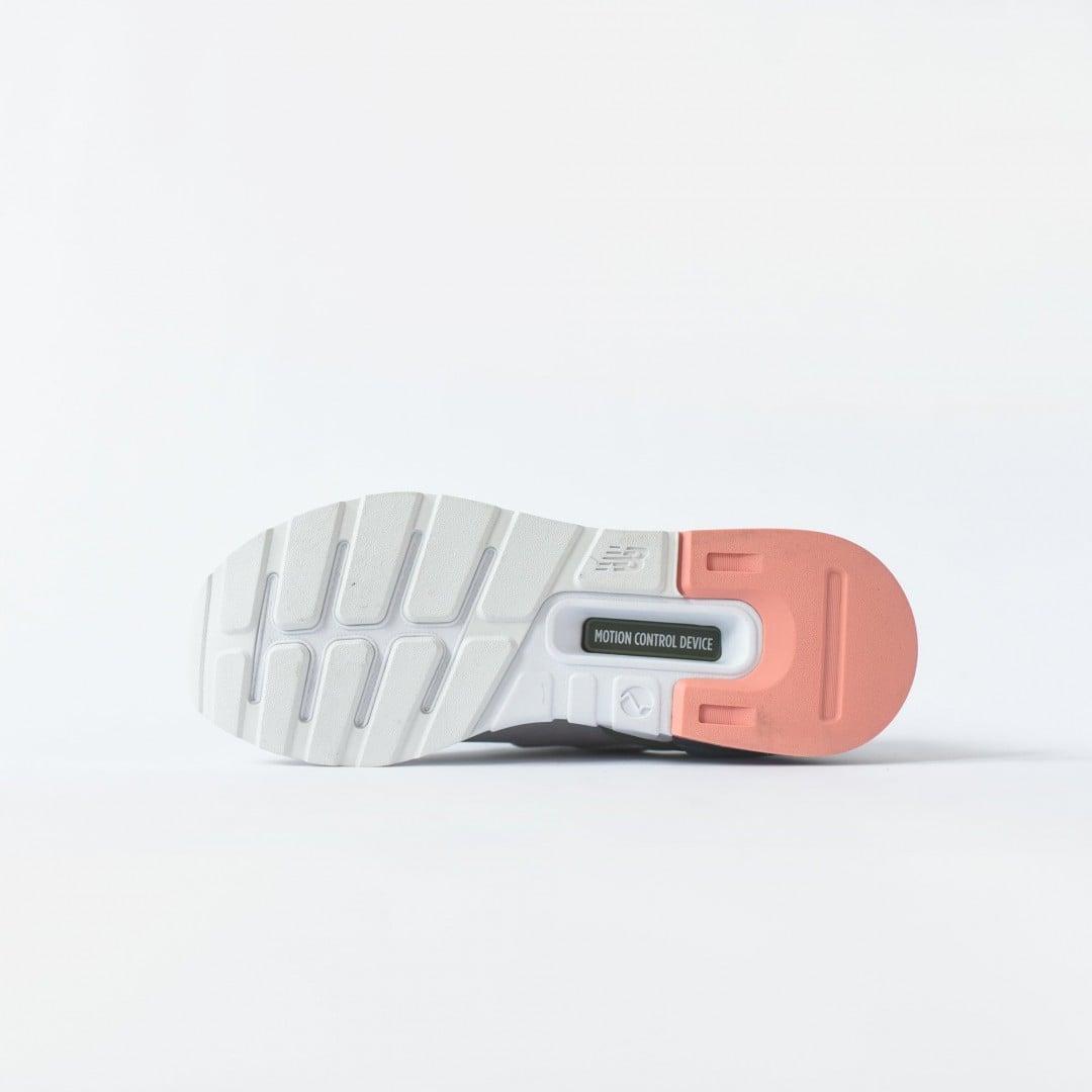 # 全素豚革鞋面+中底解構:TOKYO DESIGN STUDIO 997 新作釋出 4