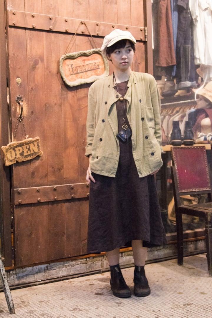 # Seek And Snap:舊樓裡的歐系古著少女 1