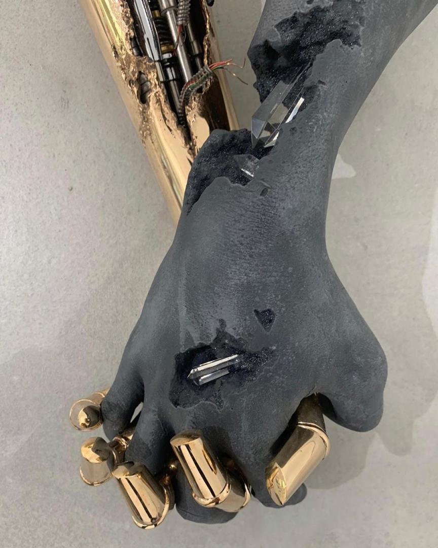 # 金屬 × 礦物:空山基「攜手」Daniel Arsham 打造雕塑藝品! 12