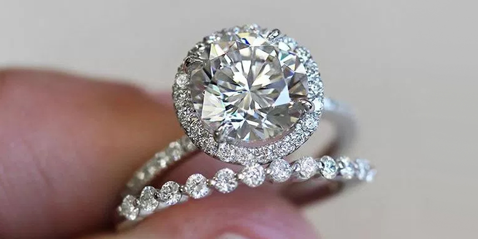 Engagement Ring vs. Wedding Ring: The Difference