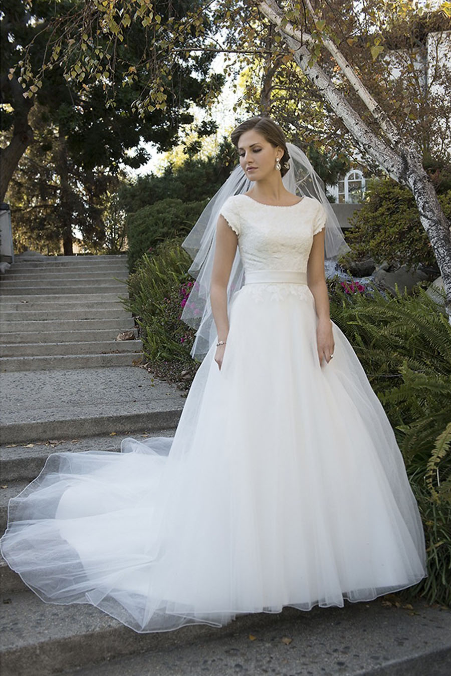 25 Modest Ball Gown Wedding Dresses - 21