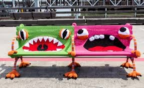 banc-monstre-yarn-bombing