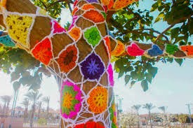 yarn-bombing-arbre-crochet