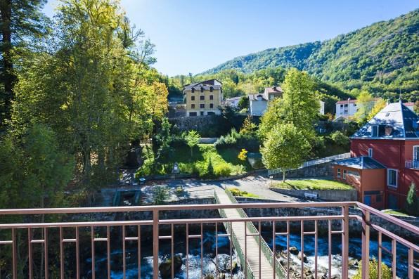 Vue sur le Parc depuis Chambre Junior Prestige - Hôtel *** le Chalet à Ax les Thermes en Ariège