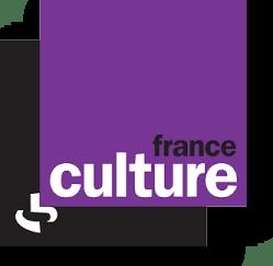 """""""France Culture, l'esprit d'ouverture"""" - Baptisée sous ce nom en 1963, cette antenne de Radio France est l'une des plus riches qui soit : Actualités, Savoirs, Art et Création, Fictions, Documentaires et Conférences, il y en a pour toutes les curiosités. Son site web permet non seulement d'écouter les émissions en direct, mais aussi de les réécouter sans limite dans le temps, de lire des articles originaux et d'écouter des """"podcasts"""" non diffusés à la radio. Edite aussi la revue trimestrielle """"Papiers"""""""