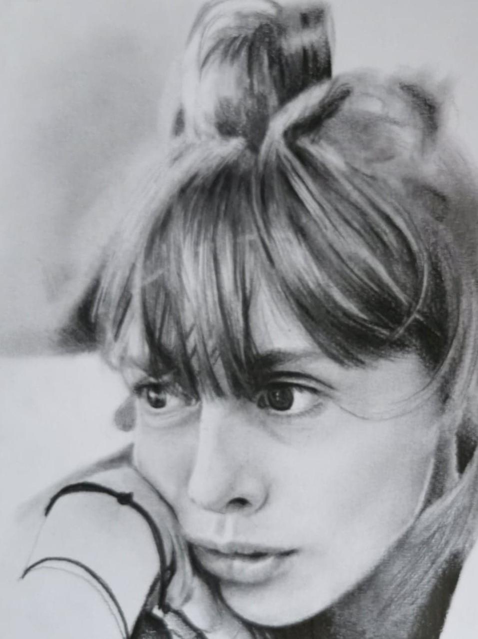 Jeune fille au crayon graphite