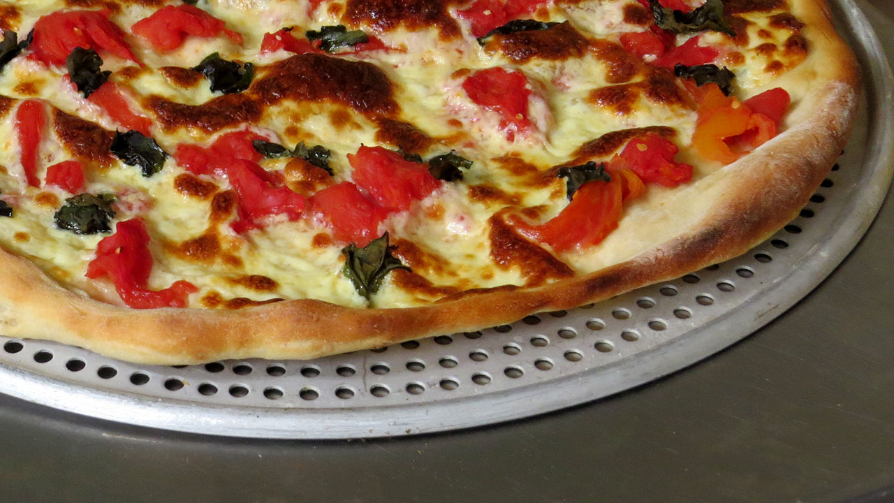 masa de pizza clásica. Pizza Margherita