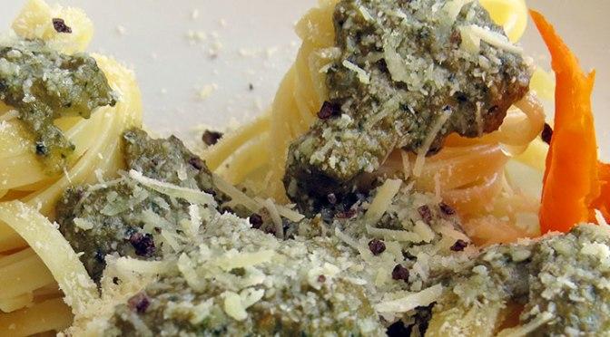 Tallarines al Pesto con Cebolla y Jengibre