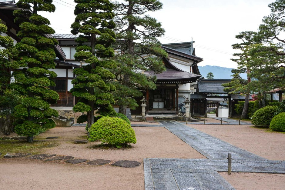 temples de Higashiyama Teramachi avec le temple Kyushoji à Takayama dans les alpes japonaises, Japon