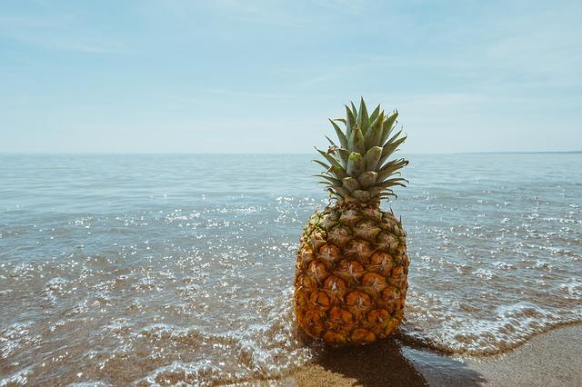 ananas à la plage