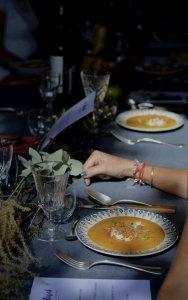Hadrien Lavaud, Marie Le Cossec, Quentin Helene, le taquin, photo, ferme, parvis dom tapiau, julia baxas, la pose gourmande, chef cuisinier, restaurant, gastronomie, le rituel, insolite, cuisine, local, terroir, tourisme, déjeuner, lunch, diner, pique-nique, bordeaux, le temps file, fleurs de mars