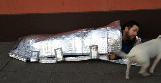 Probleme=opportunités - homeless bag Emily Duffy, innovations, zoogaz, sac de couchage pour sans abris