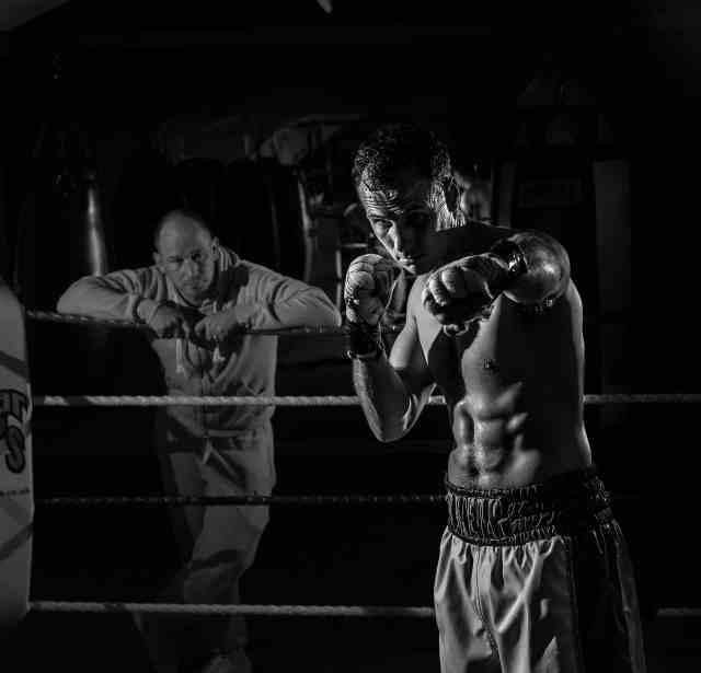 un boxeur et son entraîneur