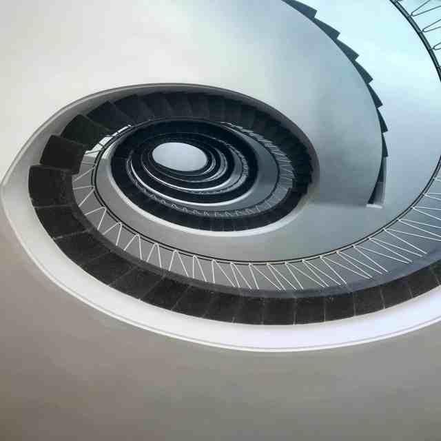 escalier en colimasson vu du dessous